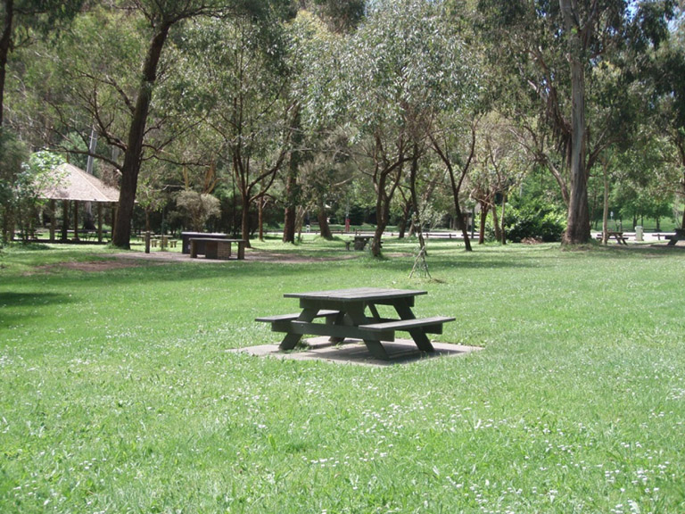 Maroondah Reservoir Park picnic tables and shelter